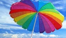 Ombrelli colorati disegnati da artisti con disabilità