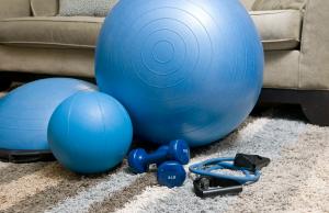 Come tenersi in forma allenandosi in casa