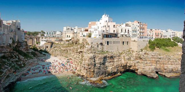 Polignano e monopoli spiagge mozzafiato immerse nella for Vedere case online